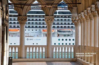 """Battuta all'asta da Sotheby's il 5 novembre 2013 questa foto denuncia. """"Venezia, 4 settembre 2010, h.16:12:10"""""""