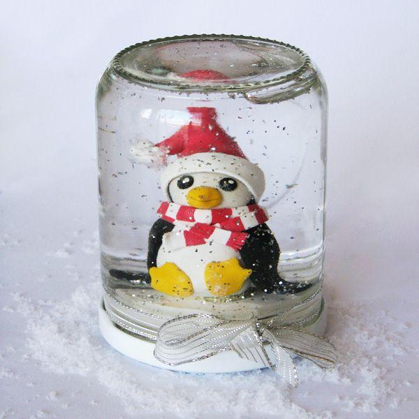 Pas-à_pas : une boule à neige pingouin pour Noël (en Français) Step-by-step : a winter snow globe (in French)