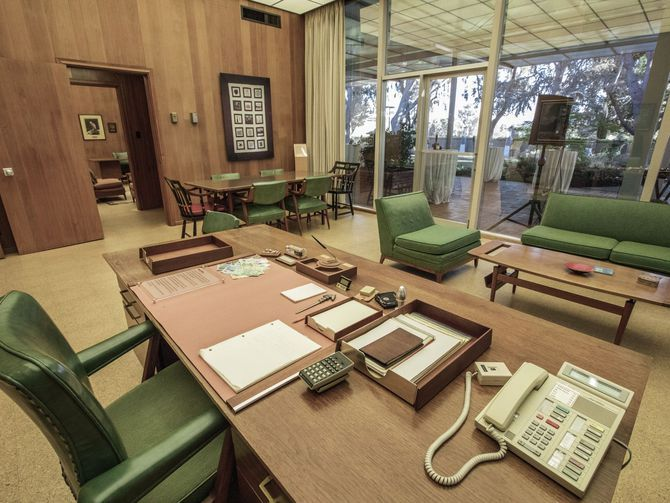 Bill Hewlett's office, now housed in HP Labs, looks just as it did in the 1960s. This slideshow almost feels like a trip through time. - Page 26