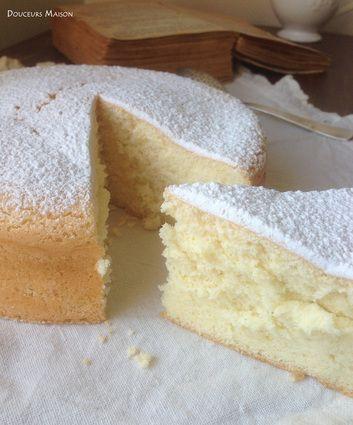 GATEAU MOUSSELINE (Pour 6 P : 5 jaunes d'œufs, 5 blancs d'oeufs, 125 g de fécule de pomme ou terre ou de mélange pomme de terre et maïs, 75 g de sucre, le zeste d'un citron)