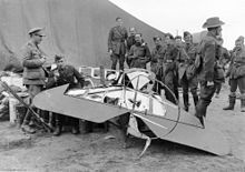 Australian airmen with Richthofen's triplane, 425/17, after it was dismembered by souvenir hunters.