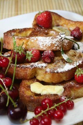 El pan fracés es ideal para desayunar. Esta receta consiste en pan capeado con huevo y cubierto de azúcar, son dulces y sabrosos.