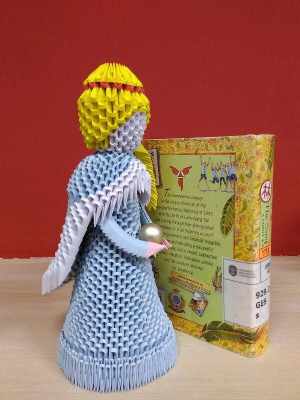 Right side of 3D origami Princess