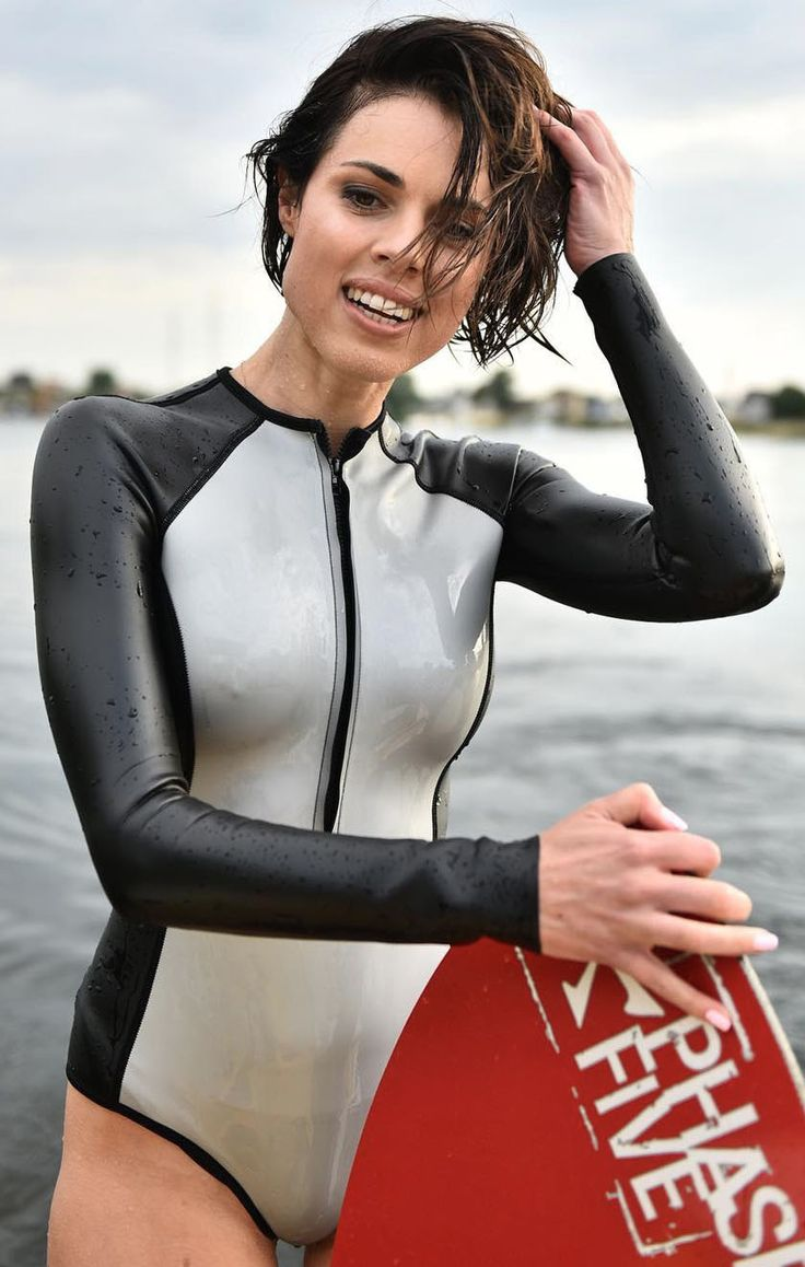naked-girl-sexy-wetsuit-babes-and-the-city