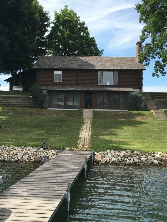 Three bedroom, 2 bath log home on pristine South Twin Lake