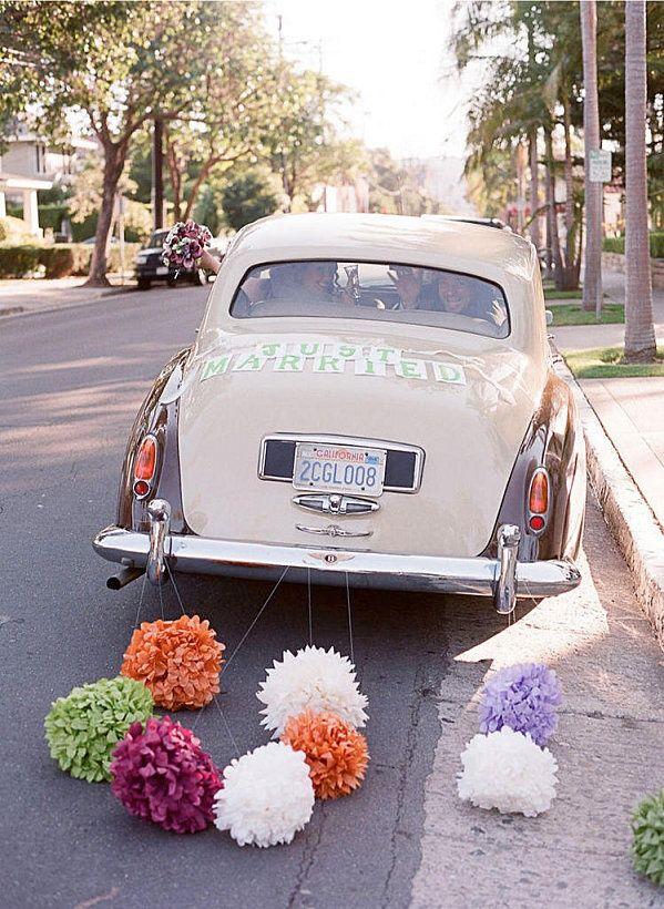 Pomysł na nietypową dekorację samochodu do ślubu. #slub #wesele #sklepslubny