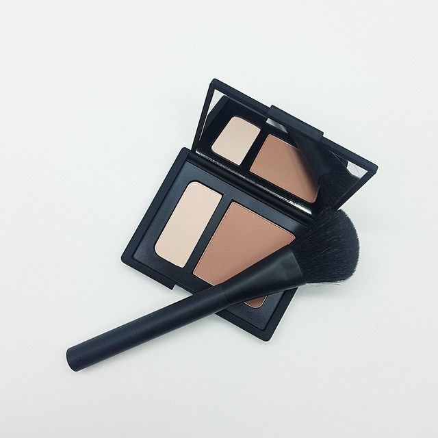 Let's start this Monday off right, #NARSissist Contour Blush in 'Paloma' and #21 Contour Brush