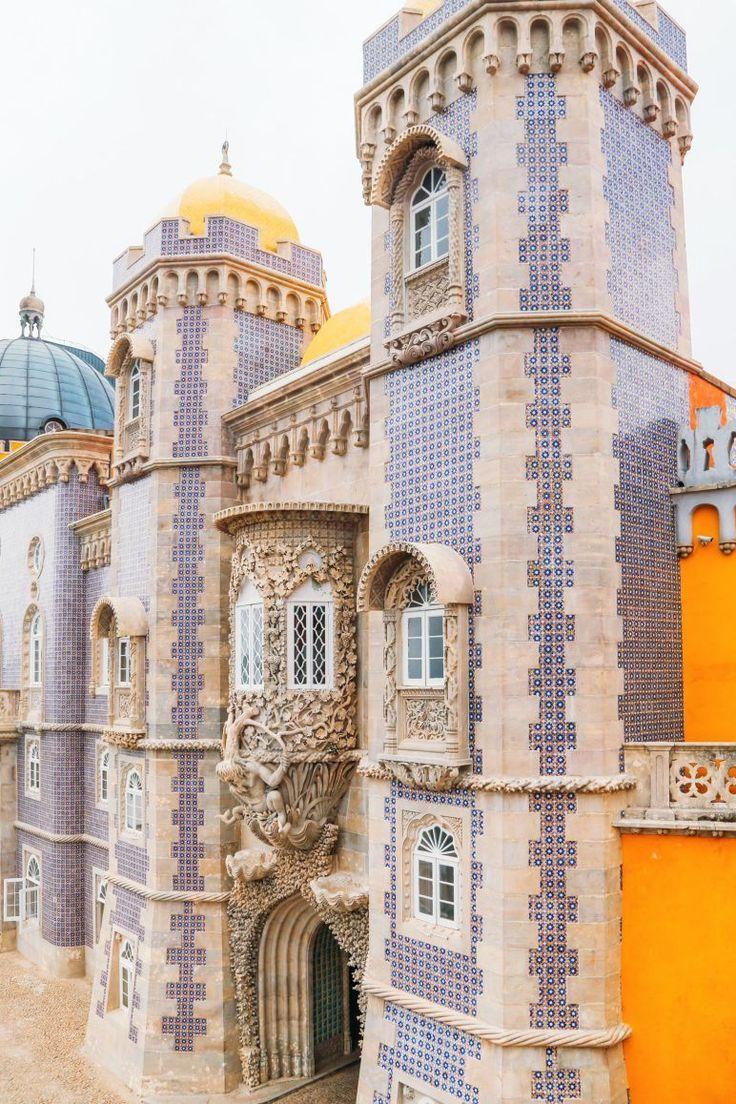 Il bellissimo palazzo Pena di Sintra, in Portogallo