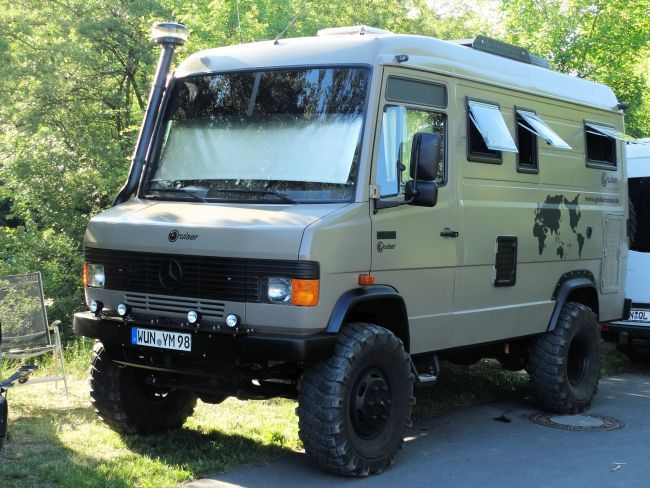 Stoere 4WD Mercedes bus