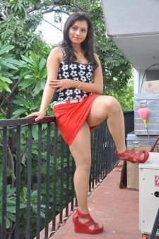 Desi escort priya showing her beauty 8