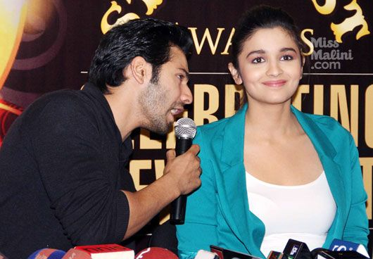 Alia Bhatt and Varun Dhawan captured making loveAlia Bhatt  Hot    Varun Dhawan And Alia Bhatt In Love