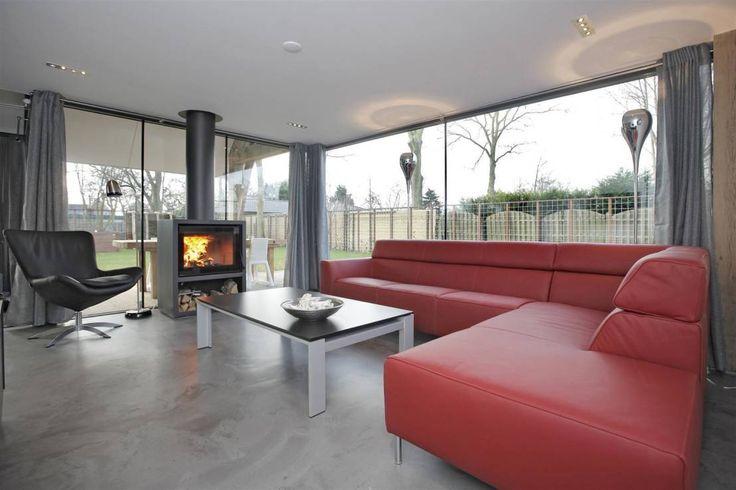 Zithoek : Modern living room by Bongers Architecten