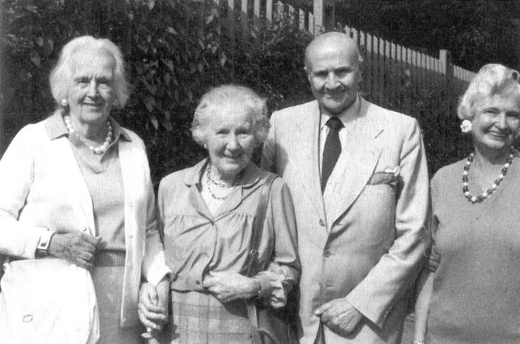 Gustavo Rol con sua moglie e le sue sorelle