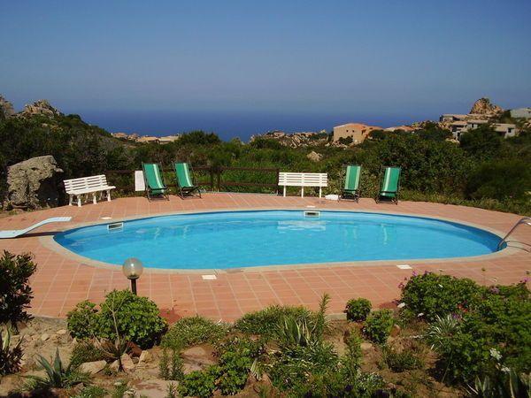 Sardinie – Kindvriendelijk vakantiehuis met terras en tuin in residence met zwembad