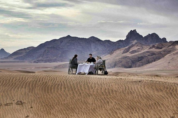 Cheers to another perfect week at Serra Cafema! Let's start the weekend early with breakfast in the spectacular dunes of the Namib...