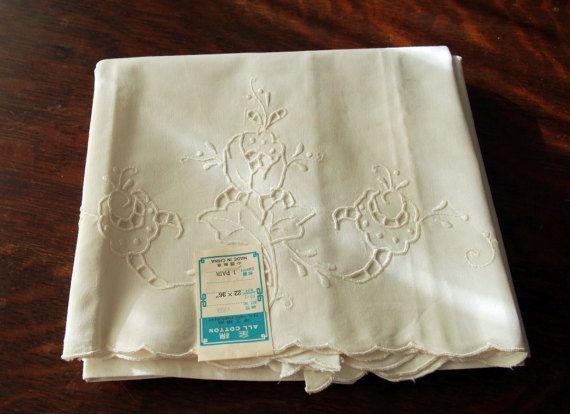 Pár vankúšikov Vintage Výšivky Cutwork White Work Madeira Style nepoužité