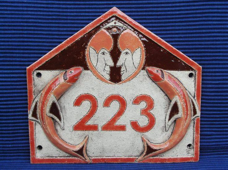 Domovní číslo z keramiky: znamení horoskopu. Zakázková výroba motivů na přání - Keramika pro domov (www.keramika-dum.cz). House number