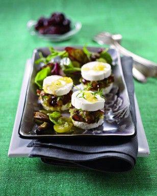 Dattel-Ziegenkäse-Taler auf Salat