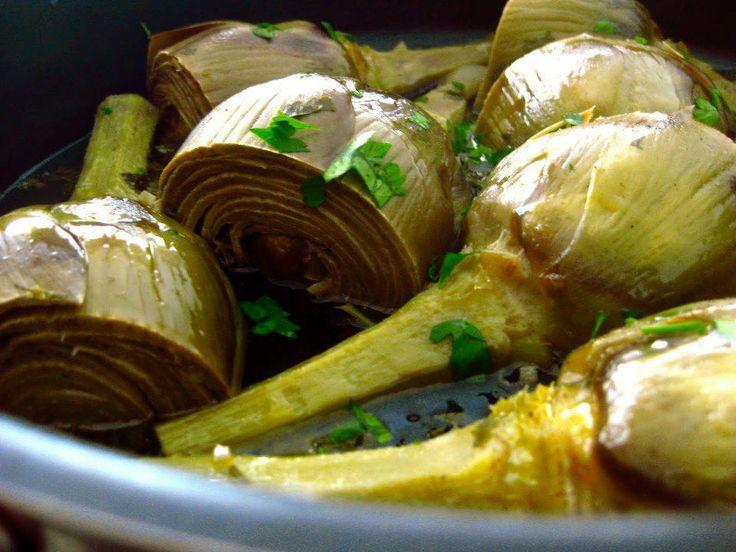 CARCIOFI AGLIO E PREZZEMOLO :)    INGREDIENTI: Carciofi, una bacinella con acqua e limone, aglio, olio extravergine di oliva, prezzemolo, sale