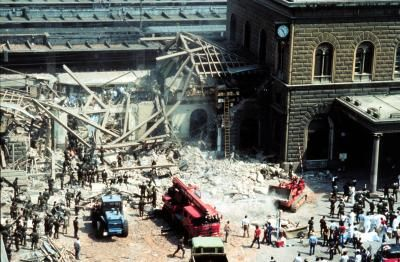 The west wing of the Bologna station collapsed following the explosion of the cargo that caused the massacre.