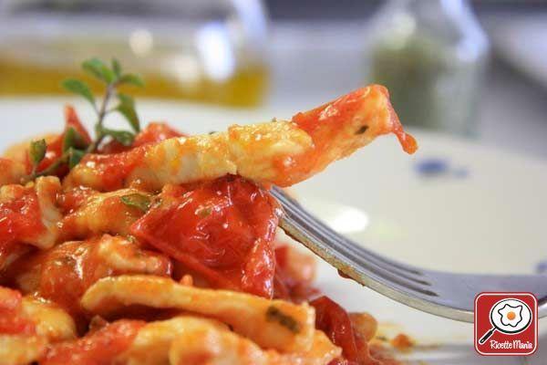 STRACCETTI DI POLLO ALLA PIZZAIOLA    http://www.ricettemania.it/ricetta-straccetti-di-pollo-alla-pizzaiola-12179.html