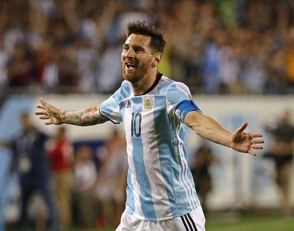 Messi conduce a Argentina a 4tos de Copa América con goleada ante Panamá