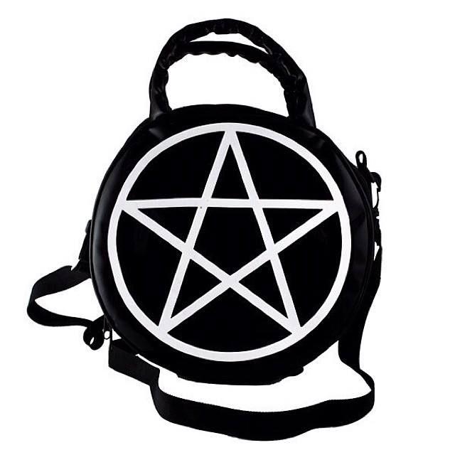 Killstar Gothic Pentagram Handbag £22.99. Eurohinnalla noin 31 euroa ~