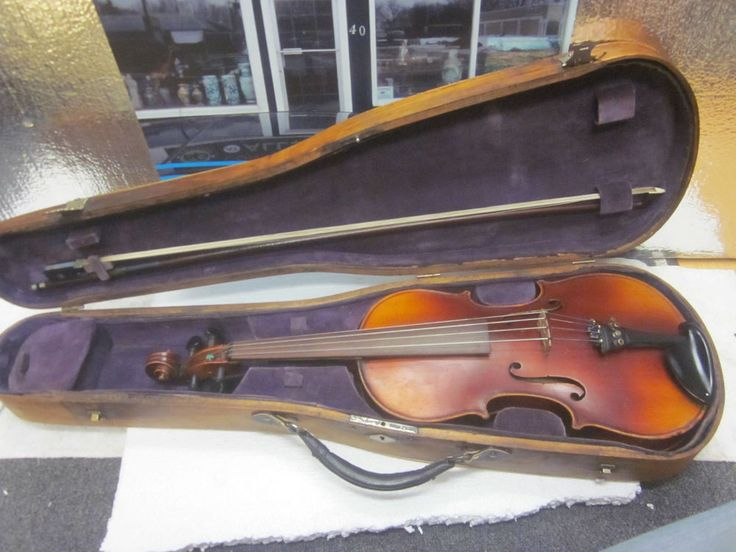ANTONIUS STRADIVARIUS VIOLIN MADE IN CZECHOSLOVAKIA WITH 1800 S VIOLIN CASE http://stores.ebay.ca/allssgood