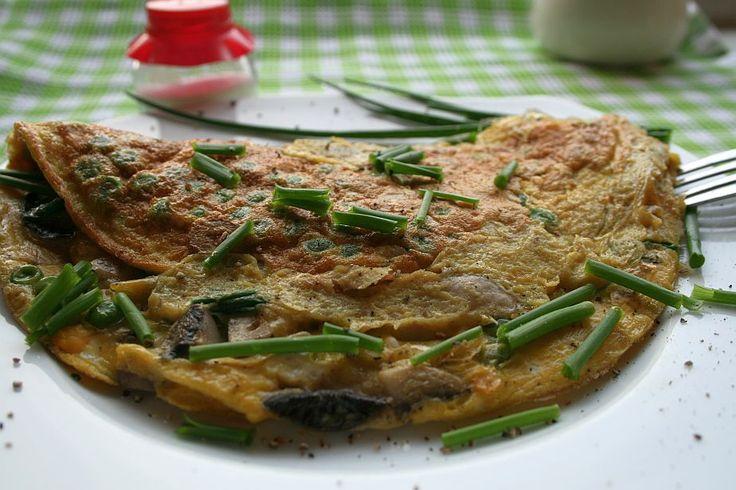 Omlet z groszkiem i pieczarkami