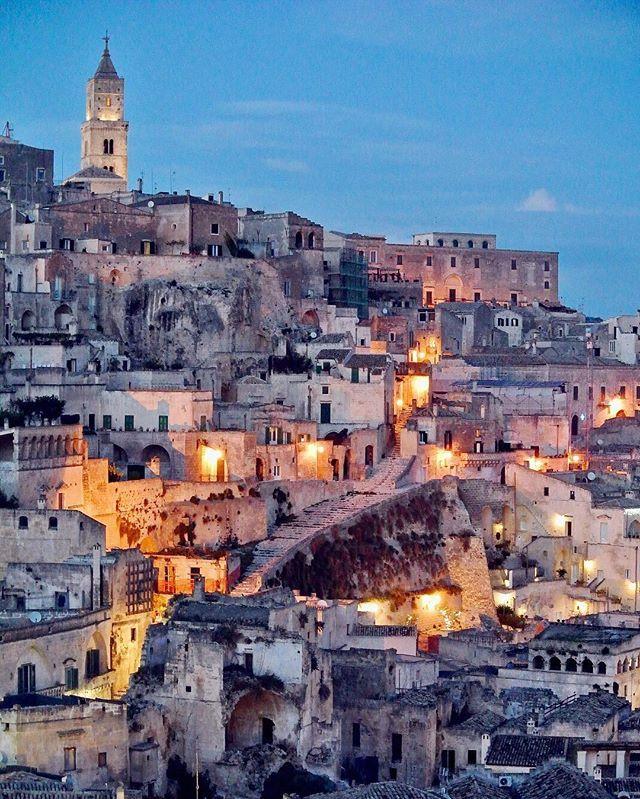 Cala il buio e piccole stelle si accendono nella città dei Sassi✨  #Matera #Basilicata #ig_italia #ig_europe #igersitalia #italia365 #loves_italia #igersbasilicata #materainside #matera2019 #borghitalia #loves_basilicata #volgoitalia #volgobasilicata #ig_fotoitaliane #gf_italy #vivobasilicata #vivomatera #ig_basilicata #instagramitalia #instaitalia #loves_United_basilicata #ig_italy #loves_madeinitaly #italiainunoscatto #ig_italia #top_italia_photo #cityscape #ilikeitaly #unesco