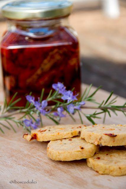 il bosco di alici: Biscotti salati con pomodori secchi e rosmarino.....e la…