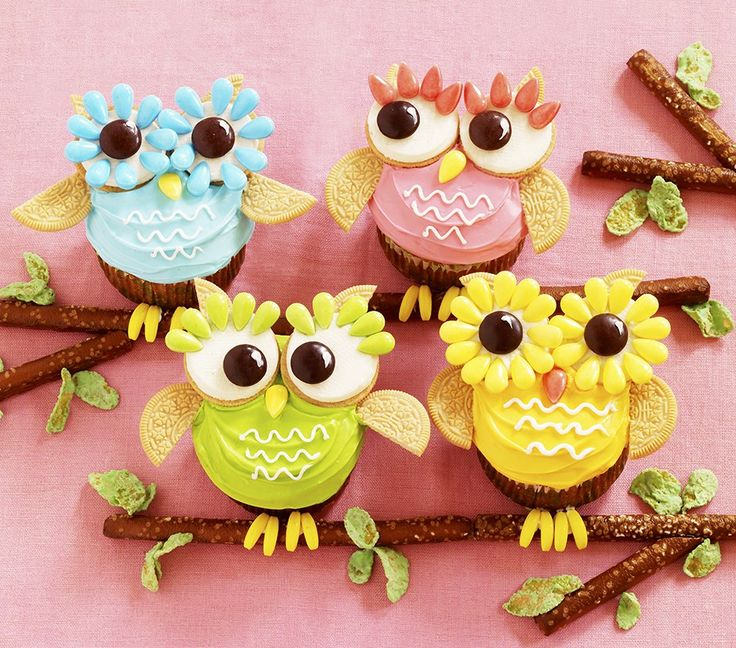 OWLS in pretty colors arevery on-trend in thedesign world right now. We see them on patterns everywhere! So why not on cupcakes? Besides, we can't think of a decorating project that's a bigger HO...