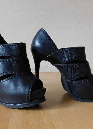 Kup mój przedmiot na #vintedpl http://www.vinted.pl/damskie-obuwie/platformy/14642129-arezzo-czarne-szpilki-skora-37