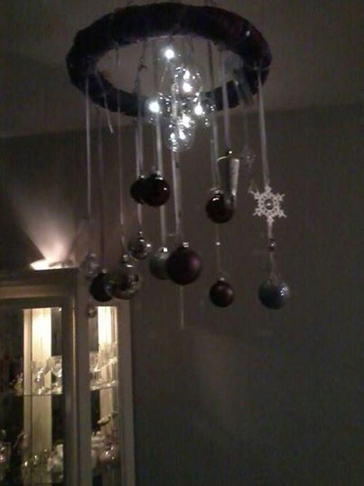 Foto: decoratie stof om en krans heen wikkelen wat linten kerst ballen maar ook kerst ballen met lichtjes op batterij . Geplaatst door franciska-vlinder op Welke.nl