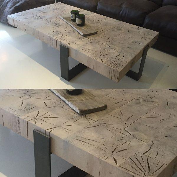 Et helt sinnsykt kult salongbord laget av eik og stål. Bordet veier rundt 120 kg.