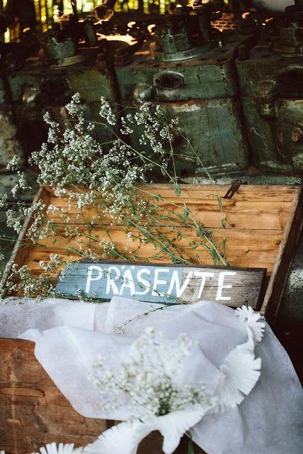 Präsentekiste aus Holz, Hochzeit auf einem alten Frachtschiff bei der Berliner Welle // Ann.Meer by Anna-Maria Dahmen