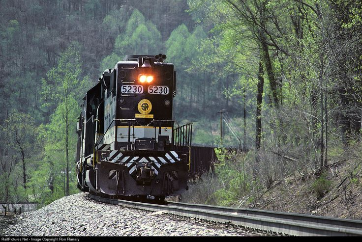 RailPictures.Net Photo: SOU 5230 Southern Railway EMD GP38-2 at Big Stone Gap, Virginia by Ron Flanary