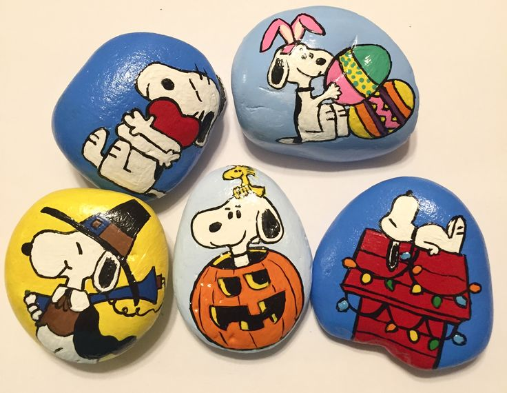 Snoopy Halloween, Christmas, Easter, Thanksgiving, Valentine Painted Rocks My painted Snoopy rock collection.