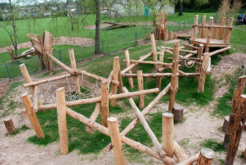 NAtural wood and rope look. Playground Build & Design | Natural Child Play | Earth Wrights Ltd