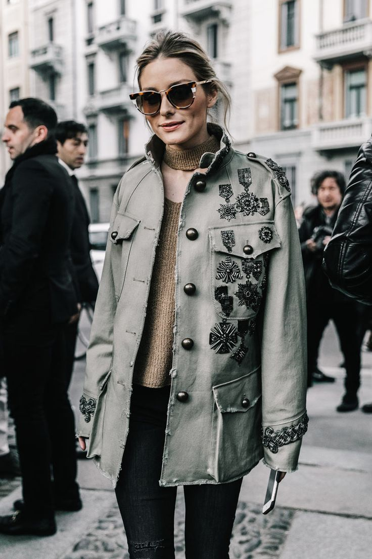 Un romantico a Milano, Olivia Palermo MFW, embroidered military style jacket, ripperd black skinny jeans, gold top.