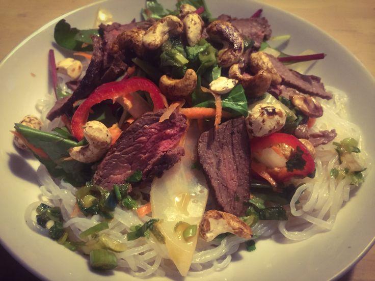 Vietnamesisk aftensmad: sund salat med spicy oksekød!