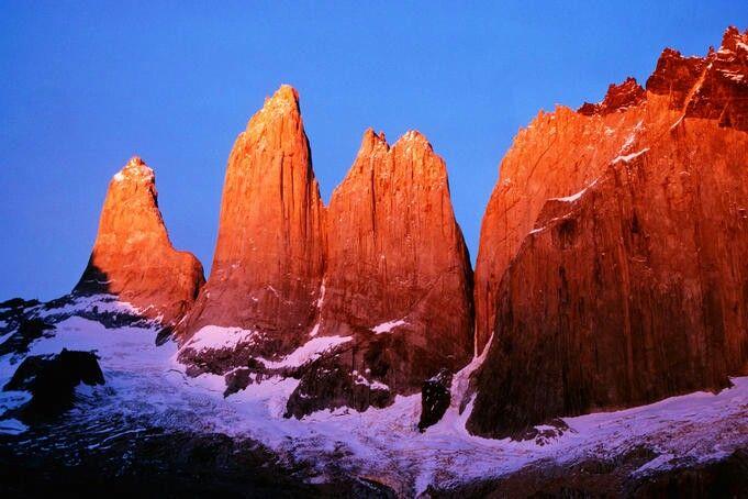 Top 10 best places you must visit if you travel to Chile  *Valle de la Luna (San Pedro de Atacama) *Pucón *Volcan Villarrica (Villarrica) *Reservas del Huilo - Huilo *Torres del Paine *Carreterra Austral * Parque Nacional Laguna San Rafael  *Glaciar Exploradores *Volcan Lanin *Termas del Plomo
