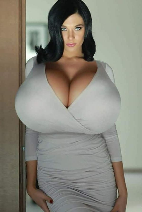 Do's And Don'ts Of Fashion For Busty Women