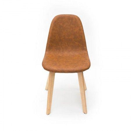 Eetkamerstoel Urban is een stoere kuipstoel uit de collectie van LABEL51. De brede houten poten en de PU-lederen kuip geven de stoel een robuuste, stoere look. Tegelijkertijd heeft de eetkamerstoel een strake vormgeving waardoor deze een rustieke uitstraling heeft en makkelijk te combineren is bij verschillende stijlen. Door de ronde vormen heeft de eetkamerstoel een perfect zitcomfort.