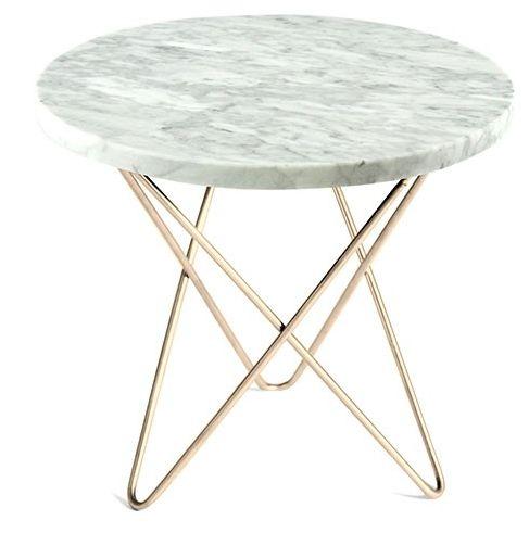 O-table sidebord erdesignet av Dennis Marquart forOX Design. Et bord i tidløs design med vakker hvit marmor og bein i rustfritt stål eller svart pulverlakkert stål, med en høyde på 37 cm. Diameter 40 cm. Marmor er et naturmateriale og mønsteret/fargen vil avike noe fra bildet. Det er ikke gyldig reklamasjonsgrunn. Marmor må behandles forsiktig og tåler ikke varme og syre, dette kan sette flekker på overflaten. Bestillingsvare 4 ...