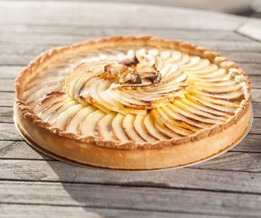 Torta francesa de maçã e Baunilha de Madagascar #tota #receitasfrancesas…                                                                                                                                                                                 Mais