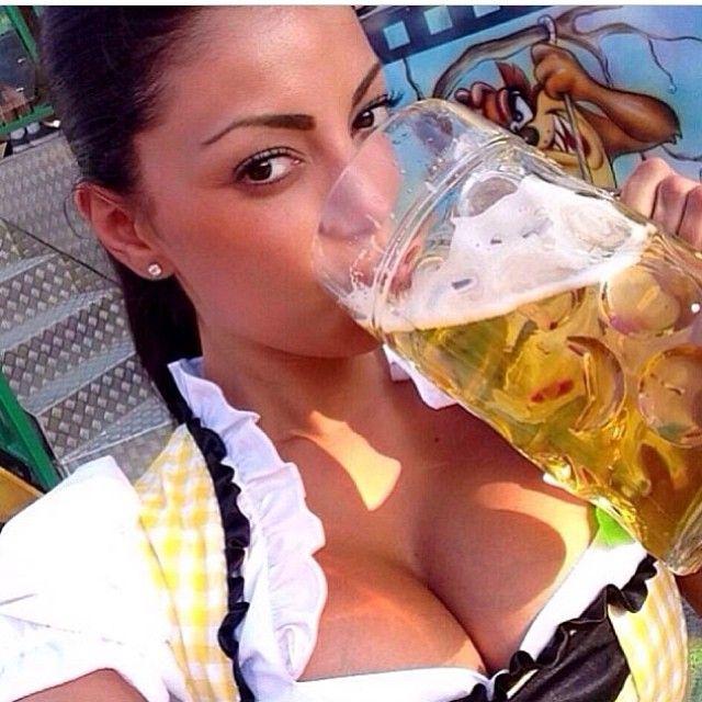 Women Drinking Beer : Photo