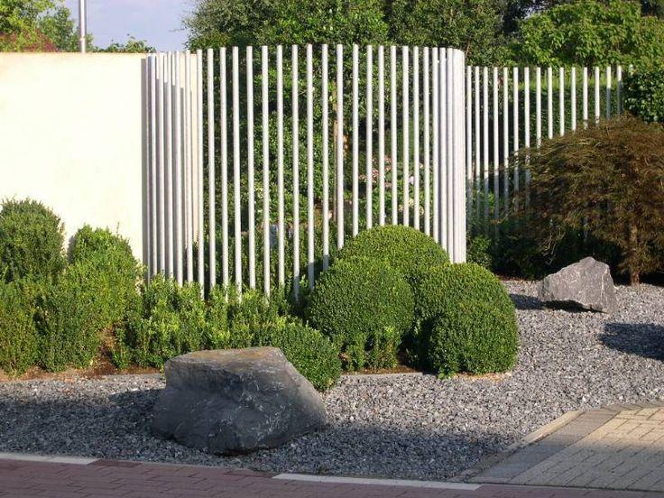 Metalen afsluiting groene koeren pinterest omheining for Moderne afsluiting tuin