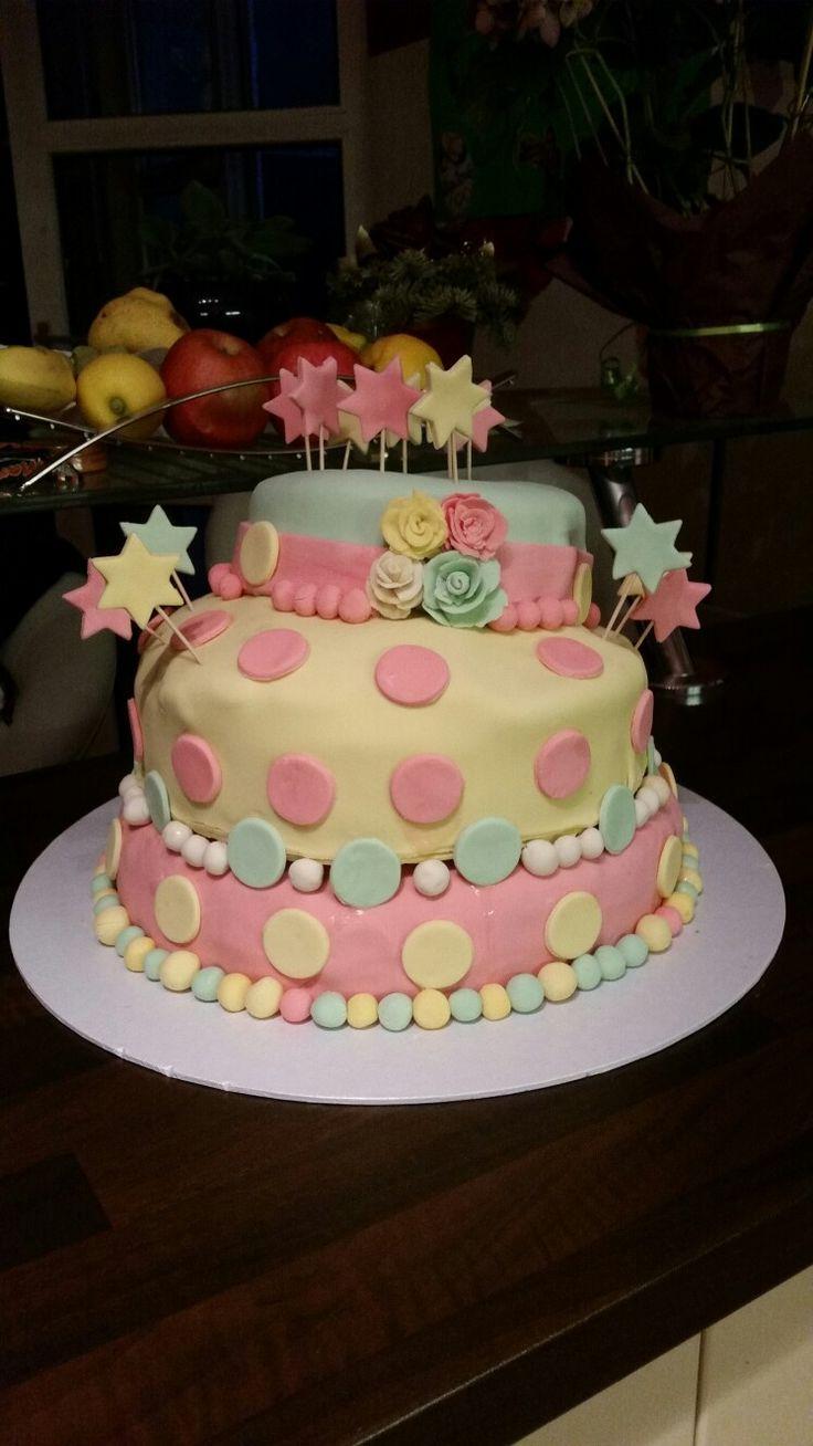 Dreistöckige Torte für Kindergeburtstag