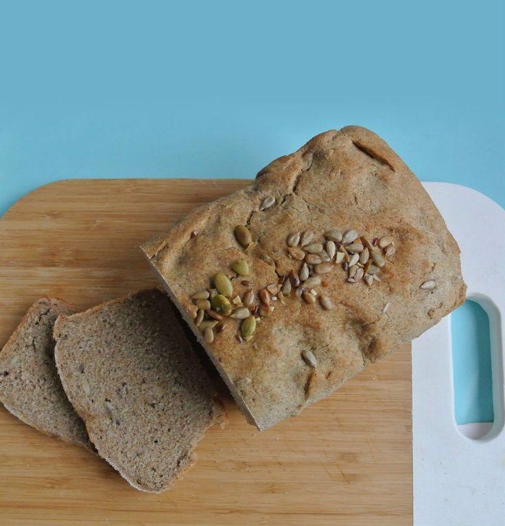 La ricetta velocissima per preparare in casa un ottimo pane di segale con farina di segale e semi di sesamo, girasole e zucca.